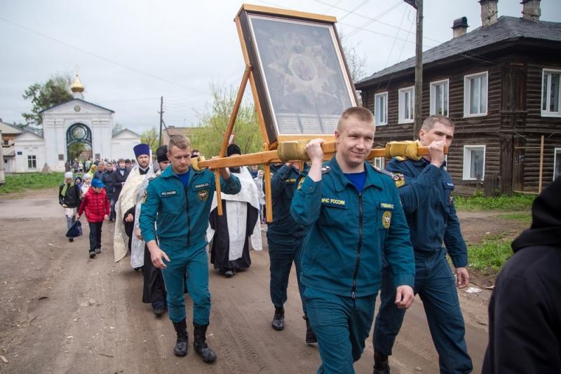 В Слободского прошёл крестный ход с иконой «Неопалимая купина».