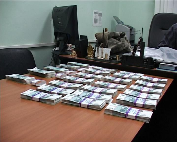 В Кирове бывшего работника ДДХ оштрафовали на 1 млн рублей за взятки.