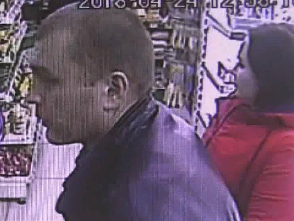 Полиция разыскивает подозреваемых в краже из магазина (ВИДЕО).