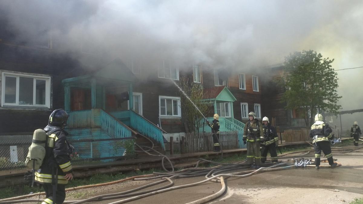 Жителям сгоревшего в Вересниках дома предоставят помещения в маневренном фонде.
