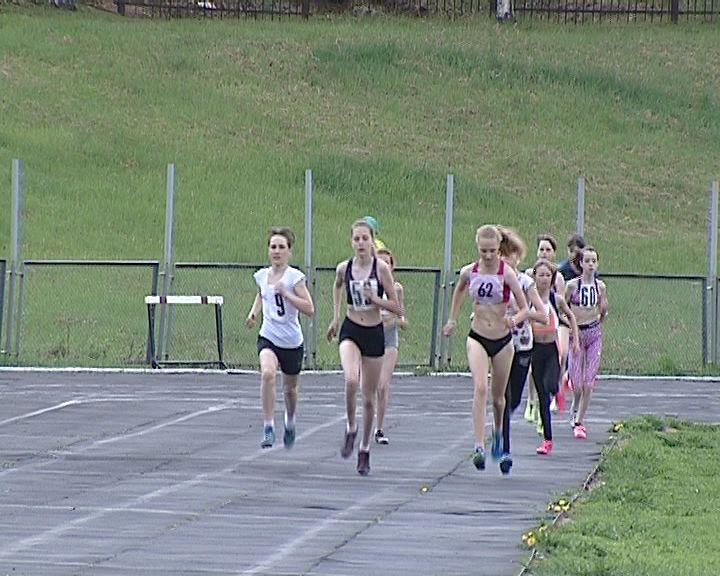 Сильнейшие легкоатлеты региона приняли участие в Первенстве области среди юношей и девушек