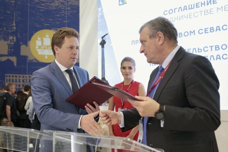 Губернатор Игорь Васильев заключил соглашение с главой Севастополя.