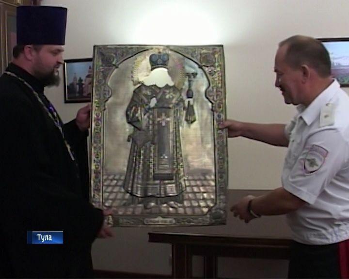 Тульские полицейские передали Вятской епархии серебряный оклад иконы Феодосия Черниговского