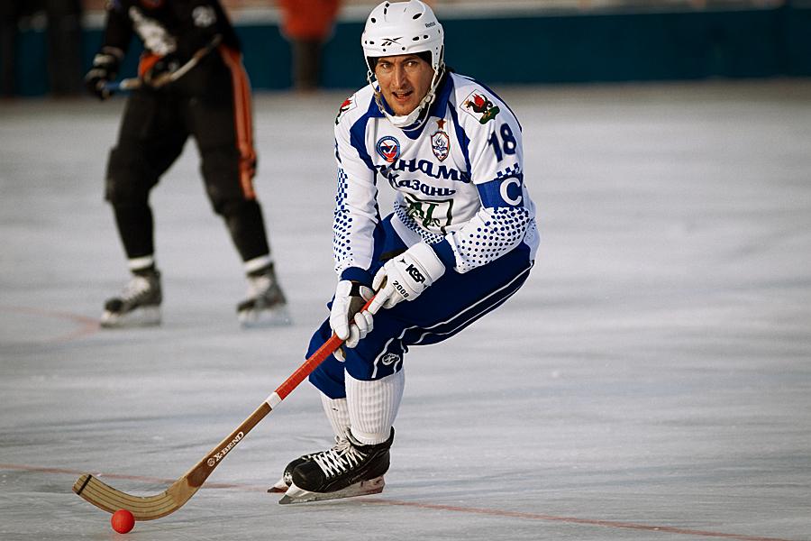 Воспитанник кировского хоккея с мячом признан самым ценным игроком прошедшего сезона.
