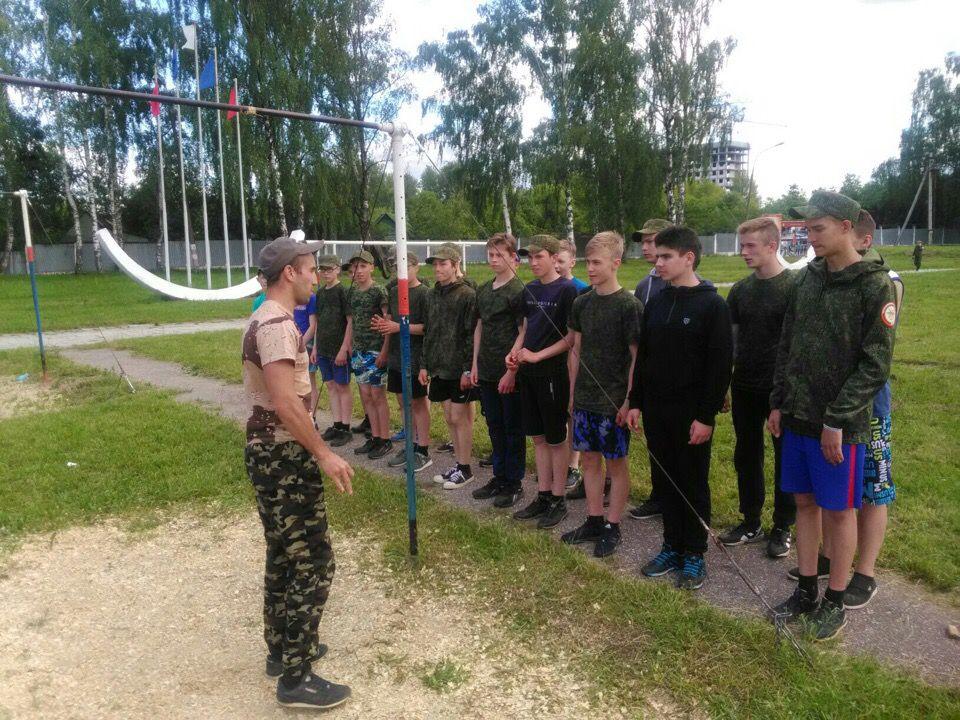 Кировские подростки познают азы военной службы в лагере «Гвардеец»