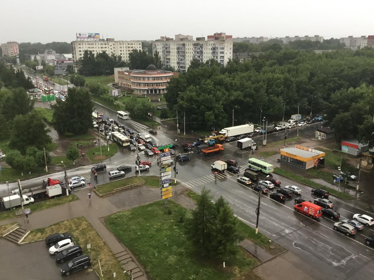 Светофор на перекрестке Производственной и Воровского отремонтируют к вечеру 3 июля.
