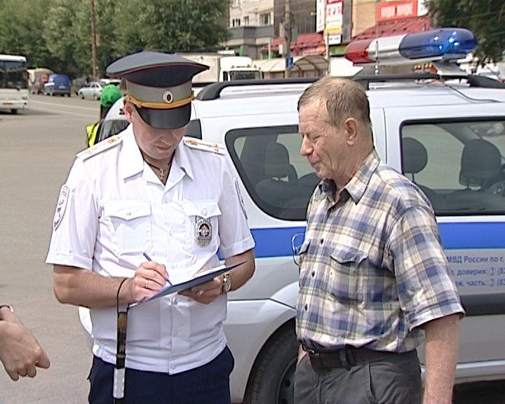 Инспекторы ГИБДД провели опрос водителей