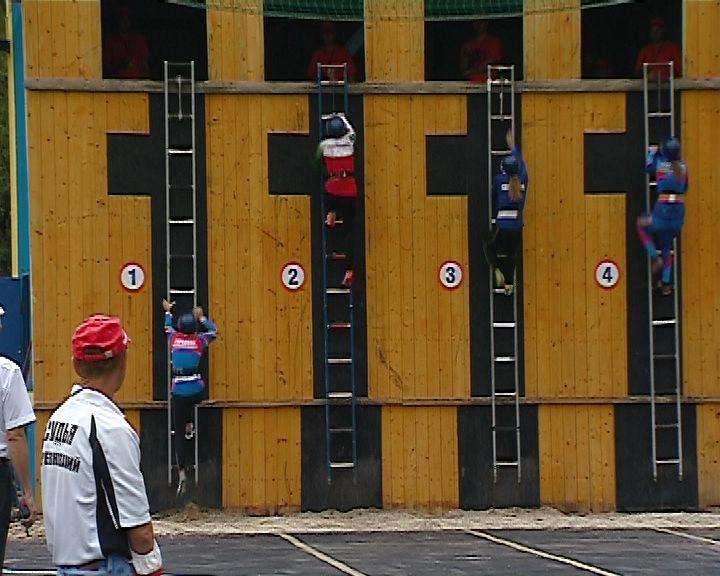 Соревнования МЧС по пожарно-спасательному спорту на стадионе