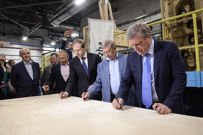 В Кировской области запустили новое производство фанеры.