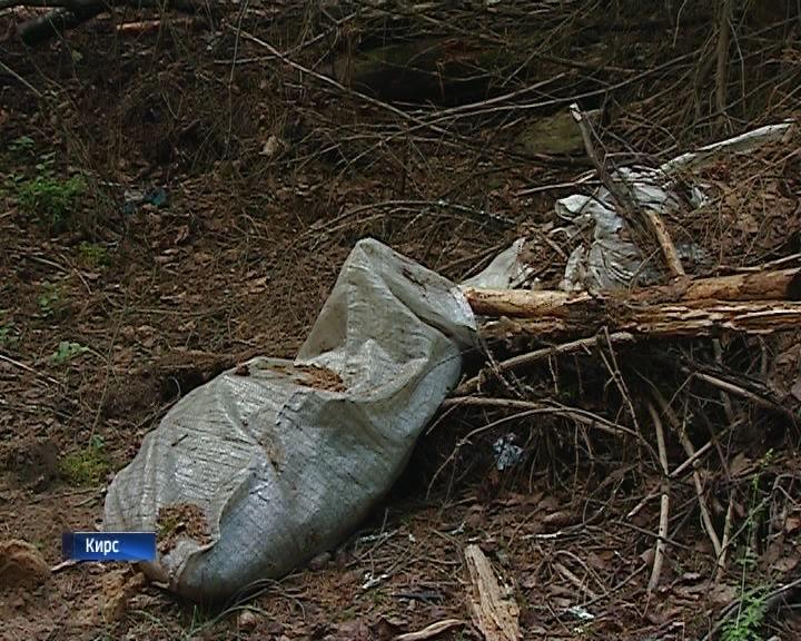 На территории городского кладбища в Кирсе образовалась стихийная свалка