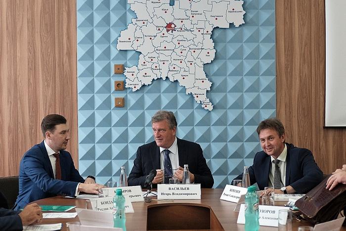 На встрече с профсоюзными лидерами Игорь Васильев обсудил развитие строительной отрасли в Кировской области.