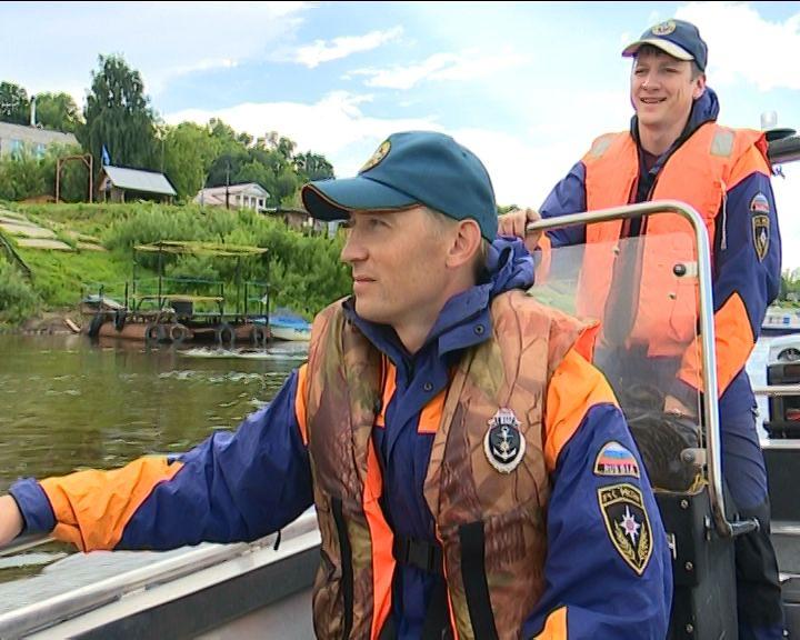МЧС продолжает патрулировать прибрежные зоны реки Вятки