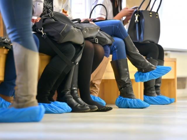Прокуратура выявила нарушения при закупке бахил для КОГБУЗ «Детский клинический консультативно-диагностический центр».