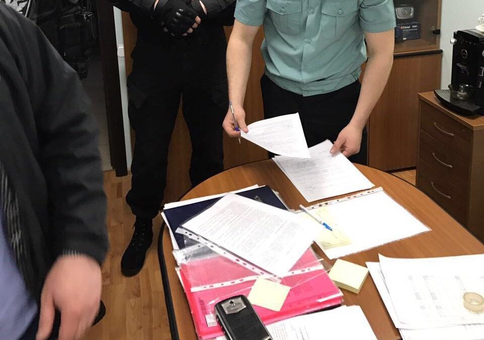 Сотрудника одного из министерств Кировской области подозревают в мошенничестве.