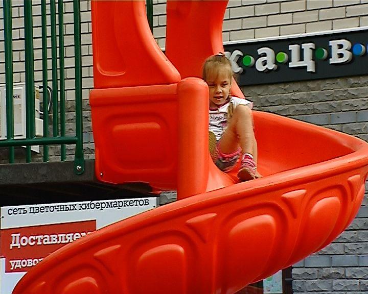 Кировчанам рассказали и показали как должны выглядеть правильные детские площадки