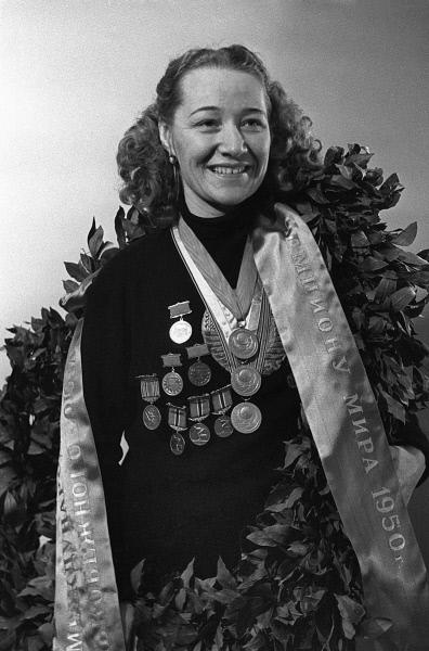 В Кирове установят бюст знаменитой конькобежки Марии Исаковой.