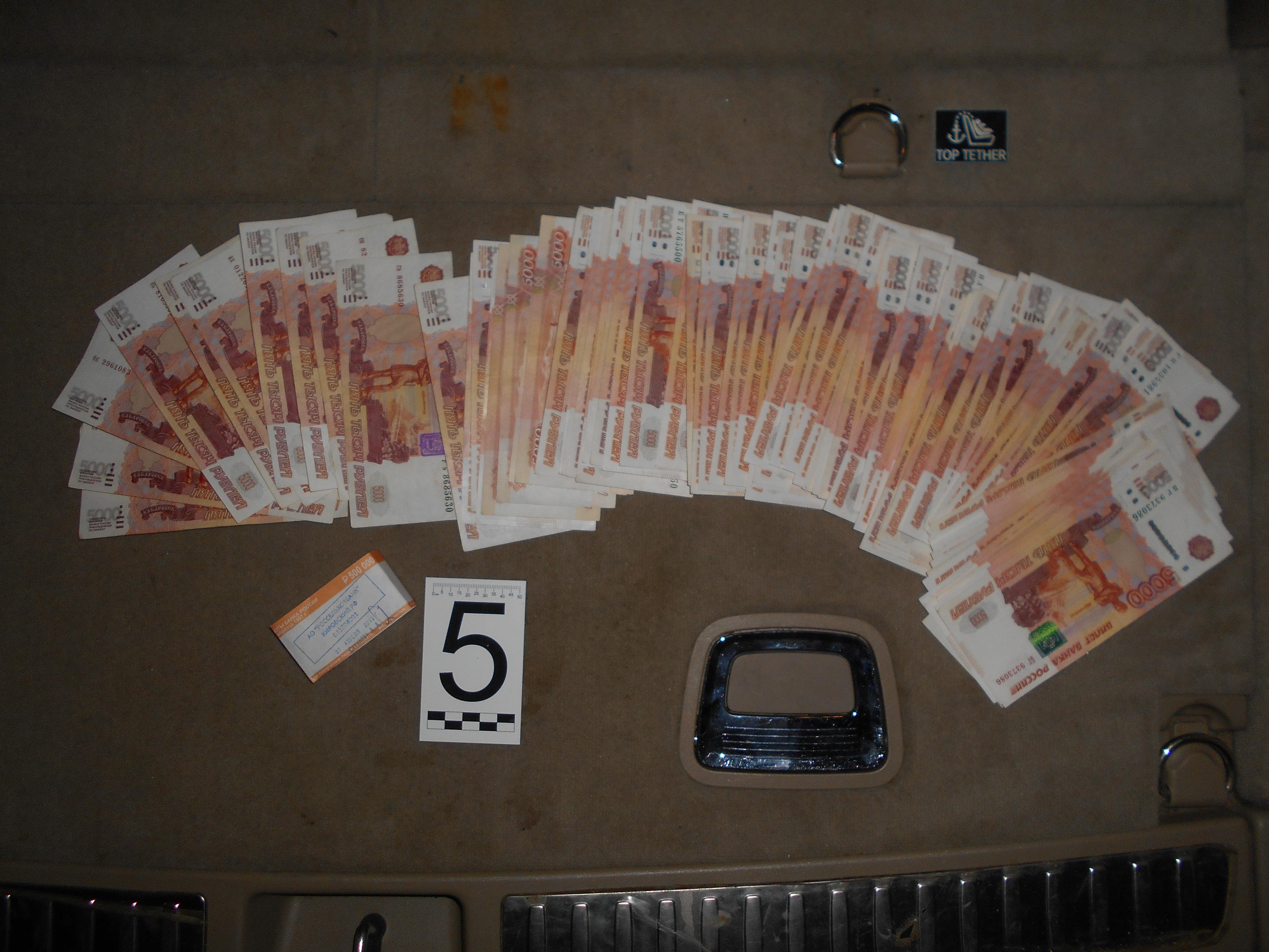 Житель г. Кирова пытался дать взятку в размере 2 млн рублей сотруднику СКР.