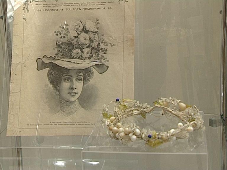 В краеведческом музее открылась выставка «Цветы как символ времени»