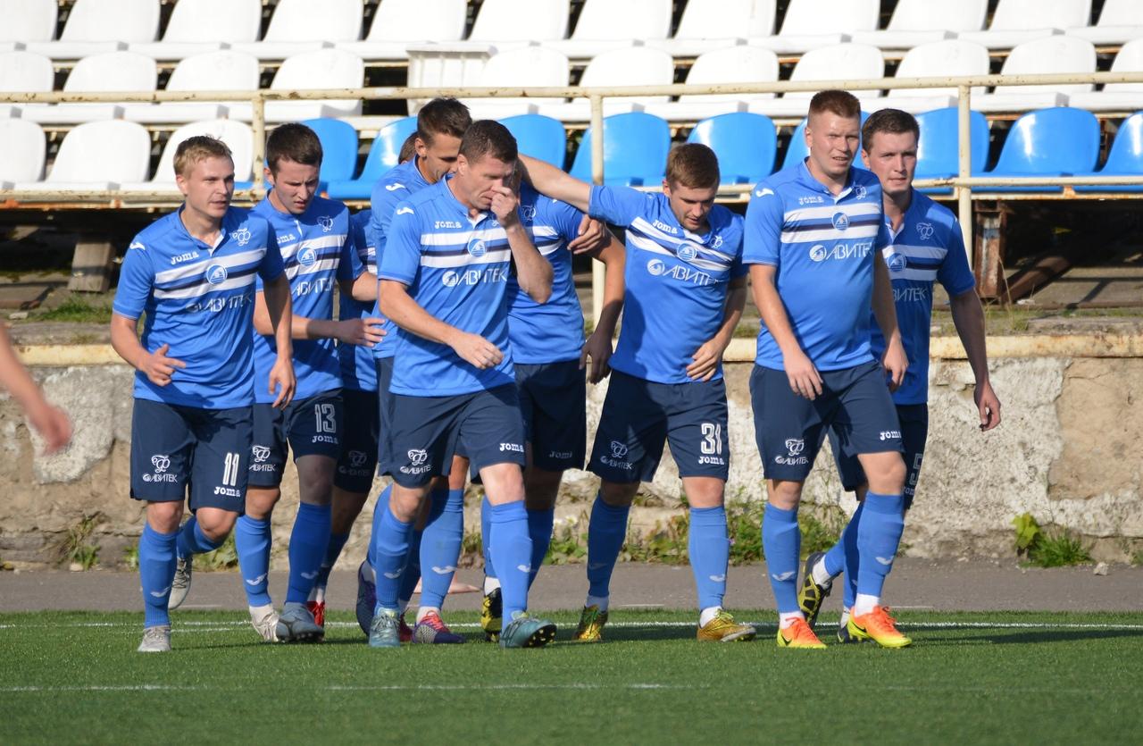 Футболисты кировского «Факела» переиграли своего главного соперника.