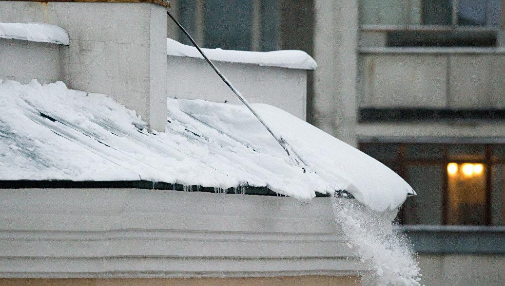 Мастера обслуживающей организации оштрафовали за лед, упавший с крыши на ребенка.