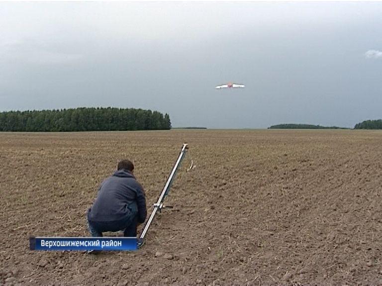За полями Среднеивкино присматривает беспилотник
