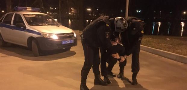 В Кирове сотрудники Росгвардии задержали двух подозреваемых в угоне автомобиля.