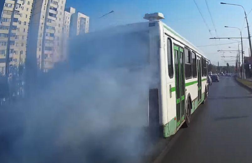 В Кирове проверили «дымящие» автобусы.