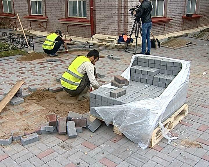 В Кирове продолжается ремонт пешеходных зон и тротуаров