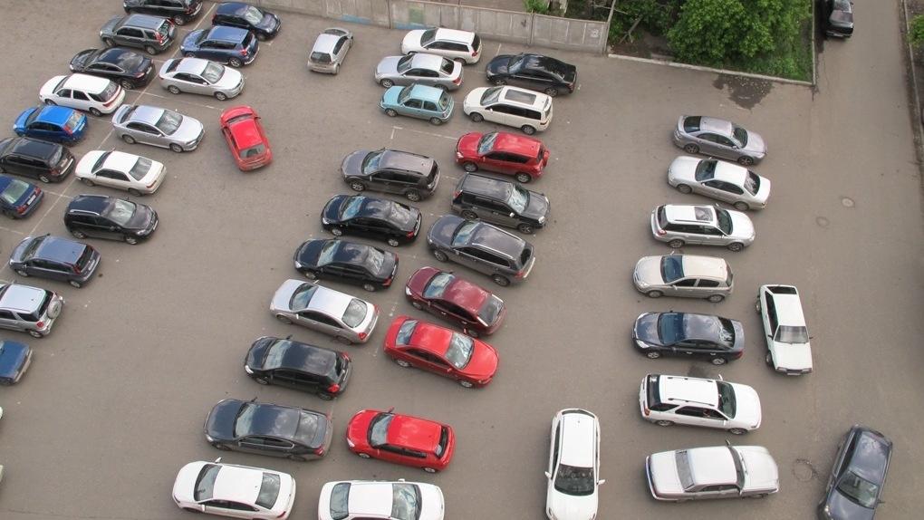 В Кирове разработают новые правила обустройства парковок в исторической части города.
