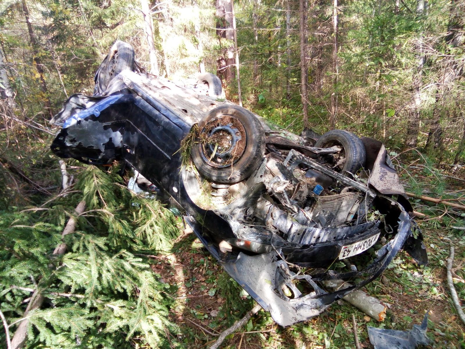 В Слободском районе иномарка вылетела в кювет: 1 человек погиб.