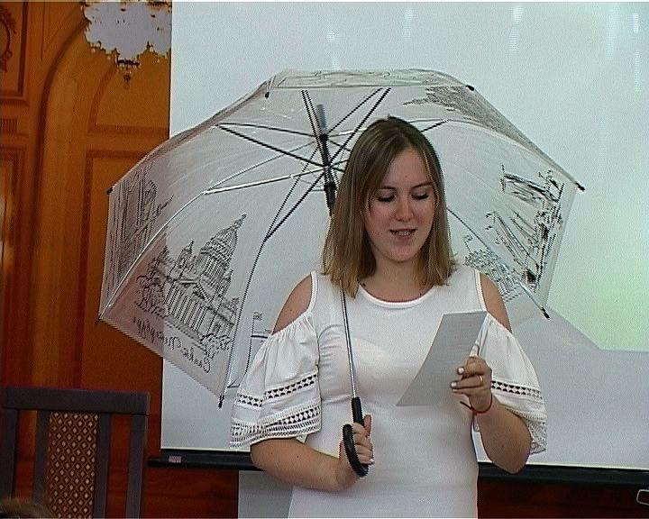 В Пушкинке рассказали об истории зонтика, о его месте в литературе и поэзии