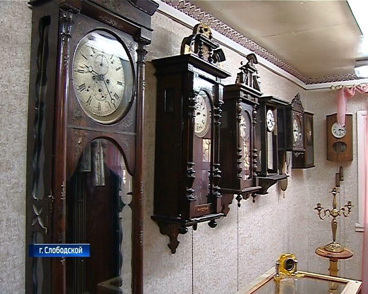 В Доме-музее Яна Райниса в Слободском открылась выставка старинных часов