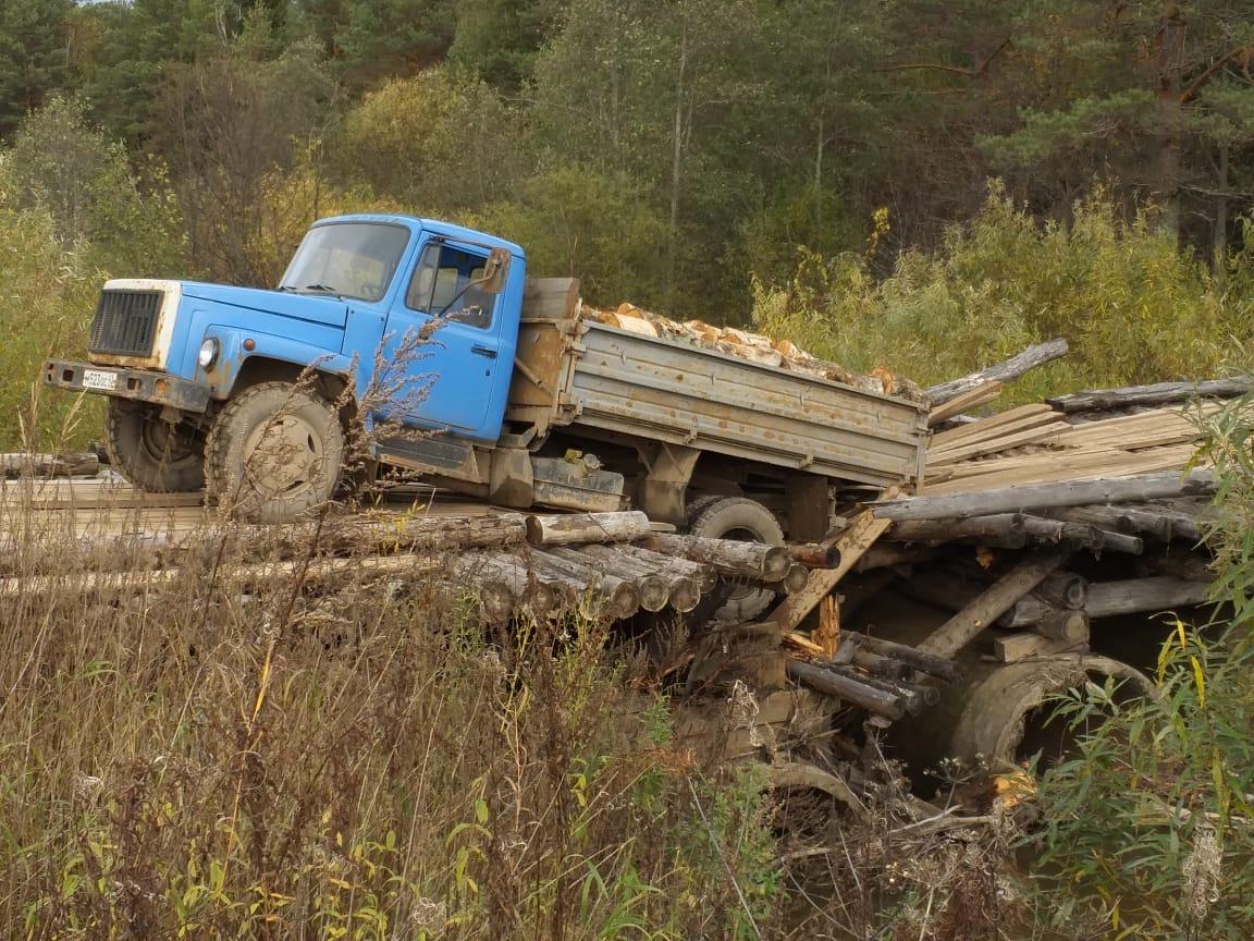 В Оричевском районе обвалился мост через реку Илгань.