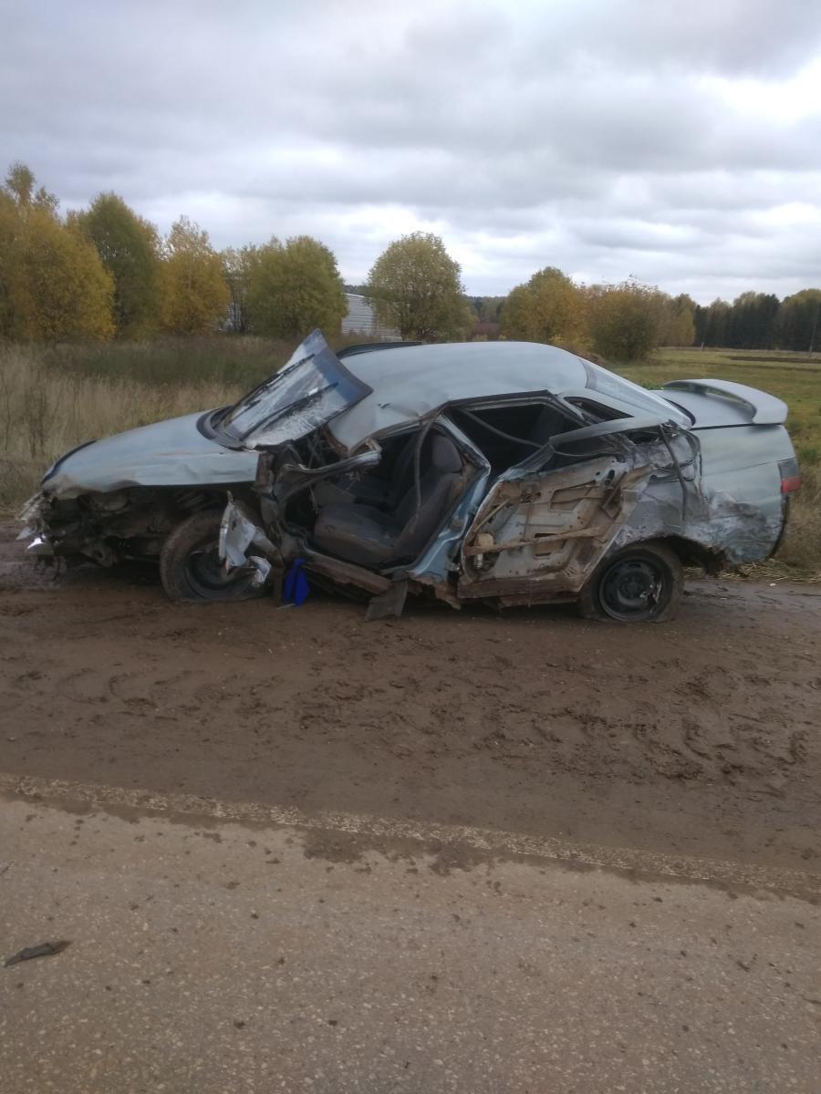 В Немском районе ВАЗ-2110 врезался в