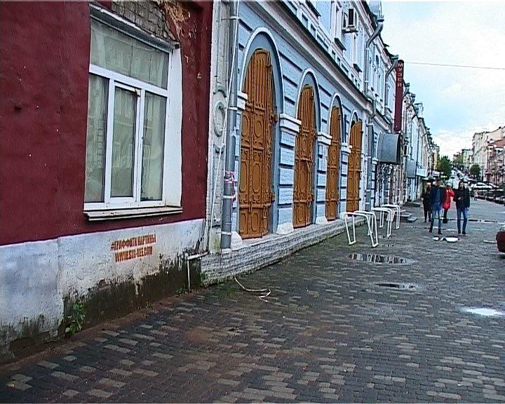 Отремонтированные тротуары обернулись проблемой для исторических зданий