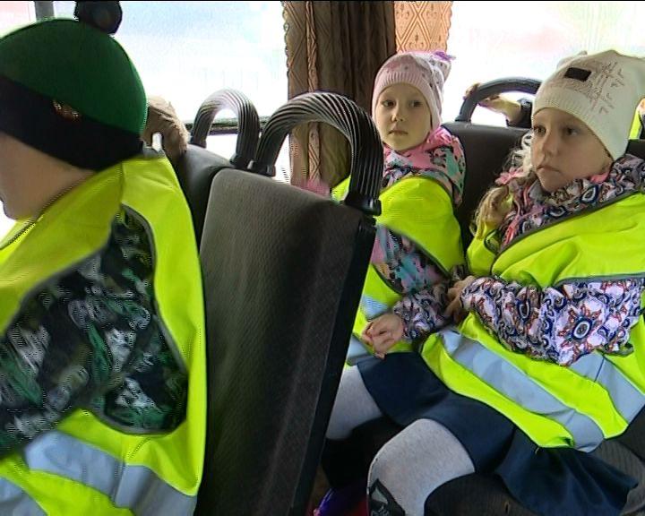 Сотрудники ГИБДД и медики рассказали кировским школьникам о правилах безопасности в общественном транспорте