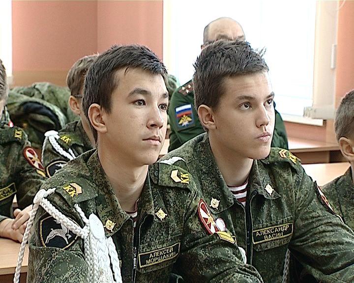 Кировские кадеты встретились с бойцами ОМОН