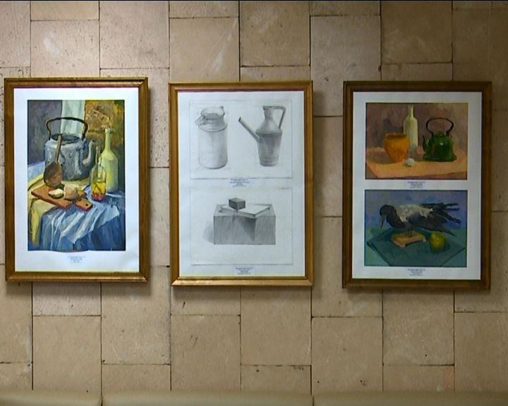 В художественной школе представлены работы Дарьи Малышевой и Алины Абдулхаковой