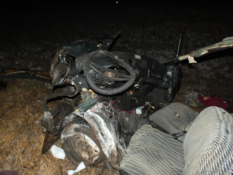 В Белохолуницком районе ВАЗ-2106 врезался в фуру: 2 человека погибли.