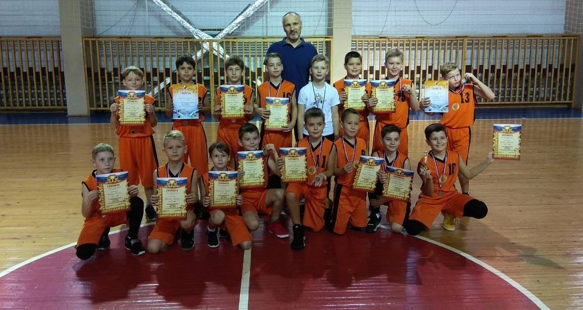Кировская команда стала серебряным призером межрегионального турнира «Баскет-Юниор».