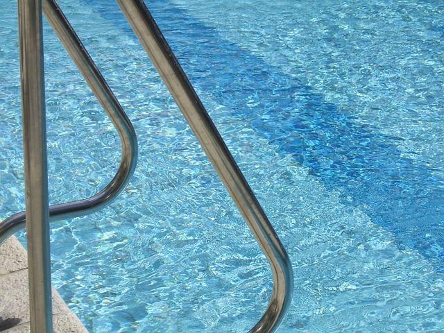 В Кирове 9-летний мальчик получил перелом позвоночника в аквапарке.