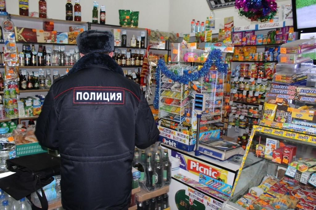 В Кирове нарушения правил торговли алкоголем выявлены в 45 круглосуточных магазинах.