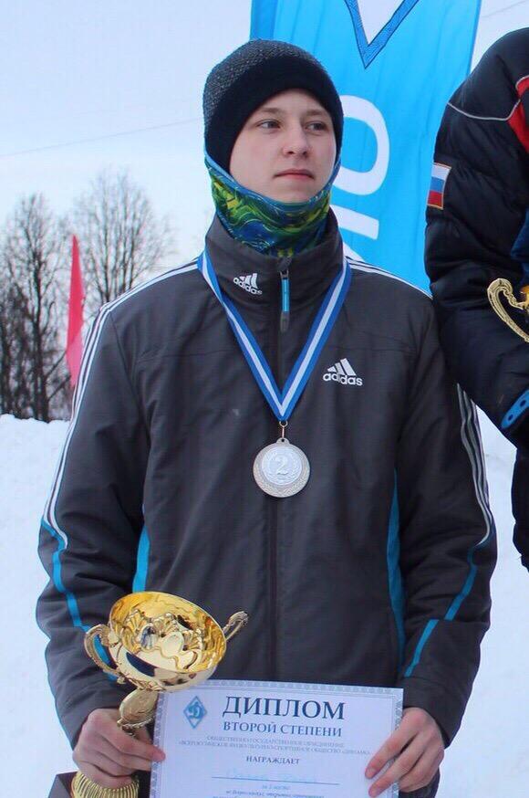 Кировский конькобежец добился успеха на втором этапе юниорского Кубка России.