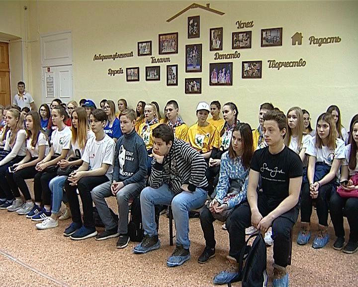 Кировские участники экодружин получили урок доброты от волонтера и собаки