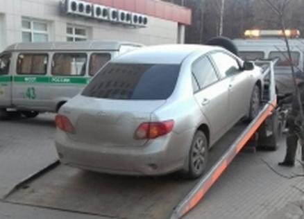 У жителя Кирова приставы конфисковали иномарку в уплату 29 штрафов.
