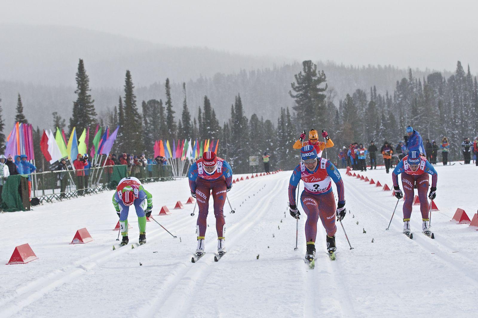 Погода устроила кировским лыжникам настоящий экзамен в Хакасии.