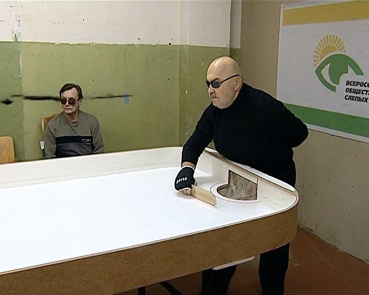 В Кирове активно развивается шоудаун - настольный теннис для слабовидящих людей