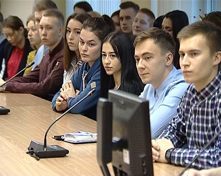 Депутаты Законодательного Собрания встретились с кировскими студентами