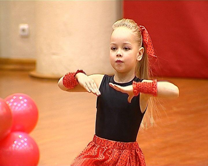 В Кирове прошел первый Чемпионат области по акробатическому рок-н-роллу