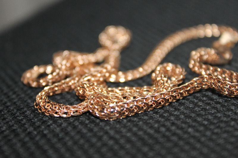 В Кирове вежливый грабитель украл из ювелирного салона золотую цепочку.